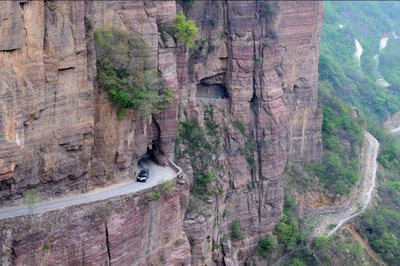 5.18太行山之旅 | 穿梭世界最险峻挂壁公路,看打铁花手艺许你一片梦幻星空
